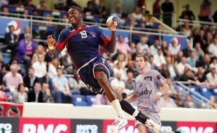 Le Paris SG a rejoint Chambéry en tête du classement de la D1 de handball, après sa victoire pleine de maîtrise sur le terrain de Pays d'Aix (31-27), vendredi.