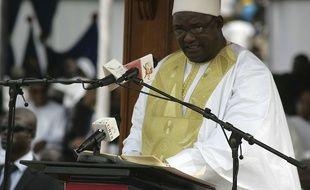 Le nouveau président de la Gambie, Adama Barrow, s'exprime à la tribune pendant sa cérémonie d'investiture le 18 février 2017.