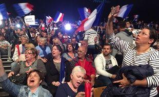 Des sympathisants venus au meeting de Marine Le Pen le 27 avril 2017 à Nice