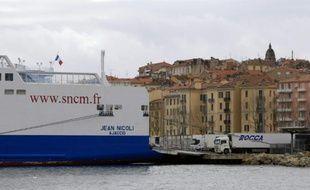 """Le """"Jean Nicoli"""", un bateau de l'ancienne SNCM, dans le port d'Ajaccio, le 13 février 2016"""