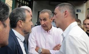 De gauche à droite, le président de l'Assemblée de Corse, Jean-Guy Talamoni, le maire de Sisco Ange-Pierre Vivoni et le président de l'exécutif corse  Gilles Simeoni, le 17 août 2016 à Borgo.