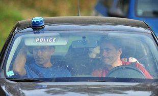 Des policiers recherchent le corps de Fiona, le 27 septembre à Aydat (Puy-de-Dôme).