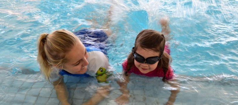 Les cours de natation commencent très tôt avec les cours appelés