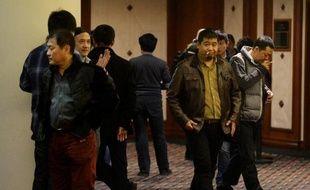 Des proches des passagers du vol MH370 à l'issue d'une réunion le 16 mars 2014 avec des responsables à Pékin