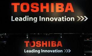 Le conglomérat industriel japonais Toshiba a annoncé mardi un fort recul de 46,5% sur un an de son bénéfice net à l'issue de l'exercice 2011-2012, à 73,7 milliards de yens (730 millions d'euros), son chiffre d'affaires ayant cédé 4,7% sur un an et son gain d'exploitation 14%.