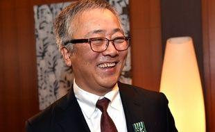 Katsuhiro Otomo, fait Officier de L'Ordre des arts et des lettres à l'ambassade française à Tokyo, le 12 décembre 2014.