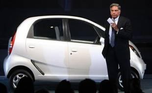 Le constructeur automobile Tata Motors, filiale du conglomérat indien Tata, a dévoilé jeudi à New Delhi la voiture la moins chère du monde à 100.000 roupies (2.500 dollars).