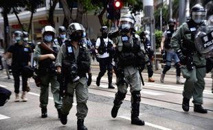 Des policiers déployés à Hong Kong le 1er juillet 2020.