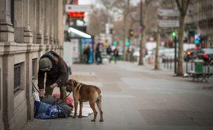 Un SDF avec son chien. (Illustration)