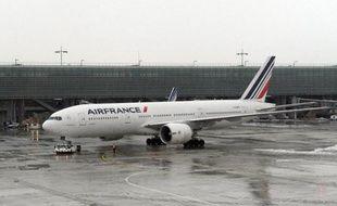Un avion de la compagnie Air France sur le tarmac de l'aéroport Roissy Charles-de-Gaulle