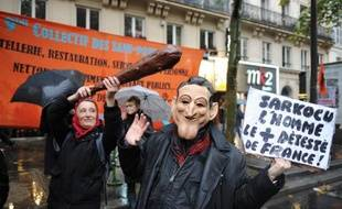 """Quarante-huit heures après de nouvelles manifestations, moins suivies que précédemment - entre 375.000 personnes et 1,2 million, selon les sources -, les huit centrales syndicales (CGT, CFDT, CFE-CGC, CFTC, FO, FSU, Solidaires et Unsa) se retrouvent au siège de la CGT à 18H00 pour fixer les modalités d'action d'un nouveau """"rendez-vous"""" dans la semaine du 22 au 26 novembre."""