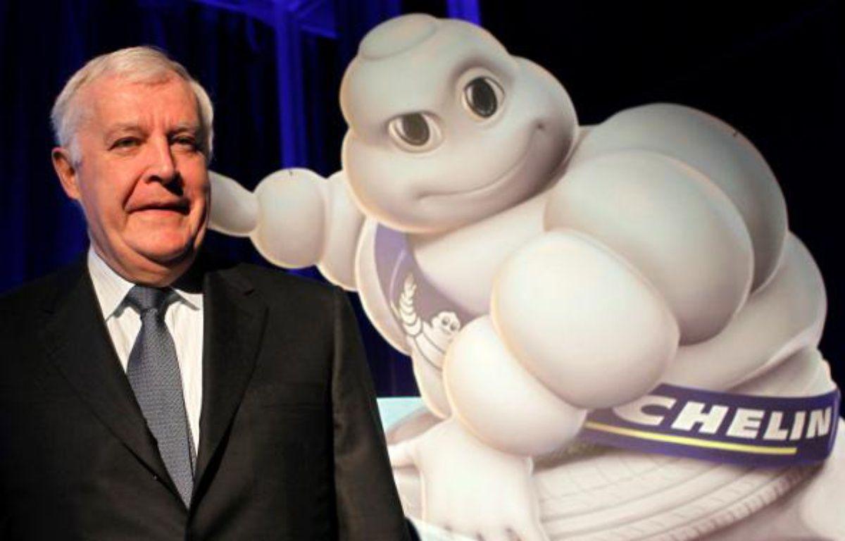 Le président de Michelin, Michel Rollier, ici aux côtés de la mascotte de la marque, le Bibendum, en 2009, est le patron le mieux payé duCac 40 en 2010 selon le classement annuel des Echos. – C.PLATIAU/REUTERS