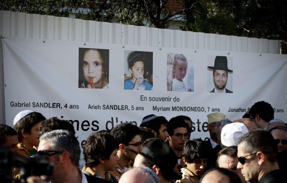 Le 25 mars 2012, devant le lycée juif d'Ozar Hatorah, à Toulouse, lors d'un hommage aux victimes de Mohamed Merah. – FRED  SCHEIBER / 20 MINUTES