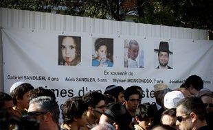 Le 25 mars 2012, devant le lycée juif d'Ozar Hatorah, à Toulouse, lors d'un hommage aux victimes de Mohamed Merah.