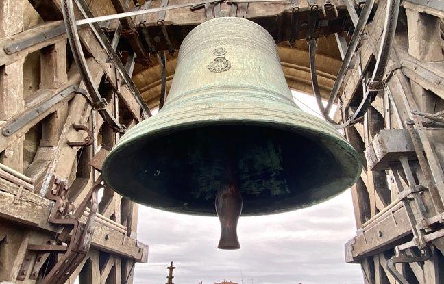 La Grosse cloche de Bordeaux, pèse 7,8 Tonnes.