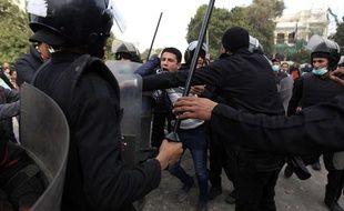 Heurts près de la place Tahrir au Caire, le 27janvier 2013.