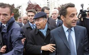 Serge Dassault, entouré de Manuel Valls et Nicolas Sarkozy, en 2005, à Corbeil Essonne.