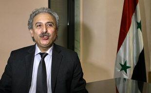 Le célèbre opposant syrien de l'intérieur Louay Hussein, chef du Mouvement pour la reconstruction de l'Etat syrien, lors d'une interview à Damas, le 3 mars 2015.