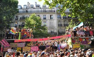Le défilé est parti de Montparnasse pour rejoindre République. (Christophe ARCHAMBAULT / AFP)
