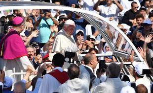 Le pape François parmi les croyants à son arrivée à Palerme, en Sicile, le 15 septembre 2018.