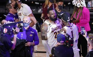 LeBron James continue de chasser Michael Jordan dans le coeur des fans de basket.