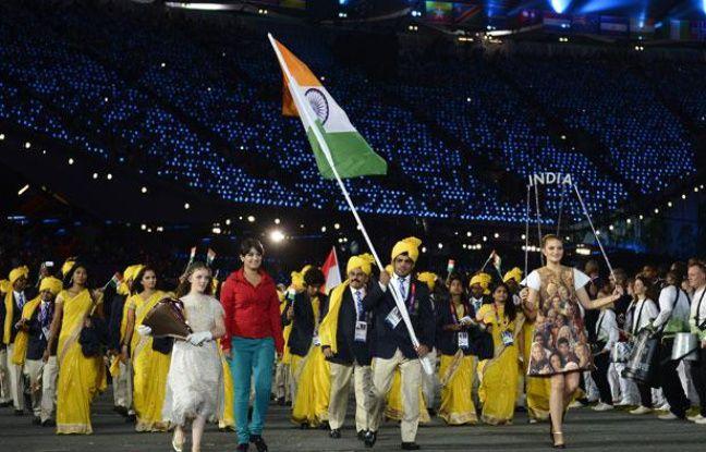 La délégation indienne et son invitée mystère, le 27 juillet 2012, lors de la cérémonie d'ouverture des Jeux Olympiques, à Londres.