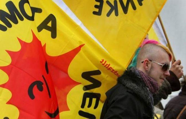 Des milliers de personnes ont manifesté dans toute l'Allemagne contre l'énergie nucléaire dimanche, jour du premier anniversaire de la catastrophe de Fukushima au Japon.