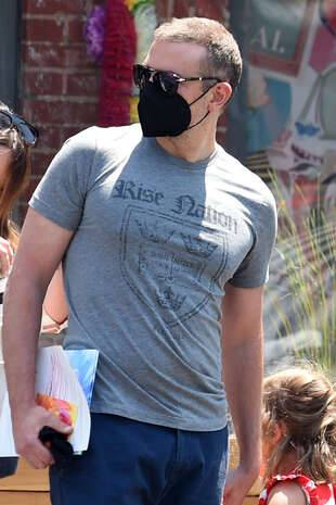 Bradley Cooper et sa fille à New York, vendredi 21 mai.