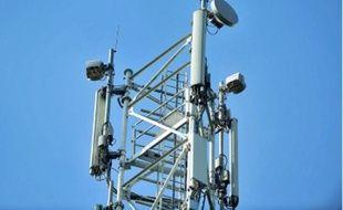 Le mât de l'antenne mesure 25 m de haut.