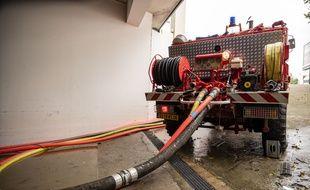 Des sapeurs-pompiers, lors d'une opération de pompage (illustration)