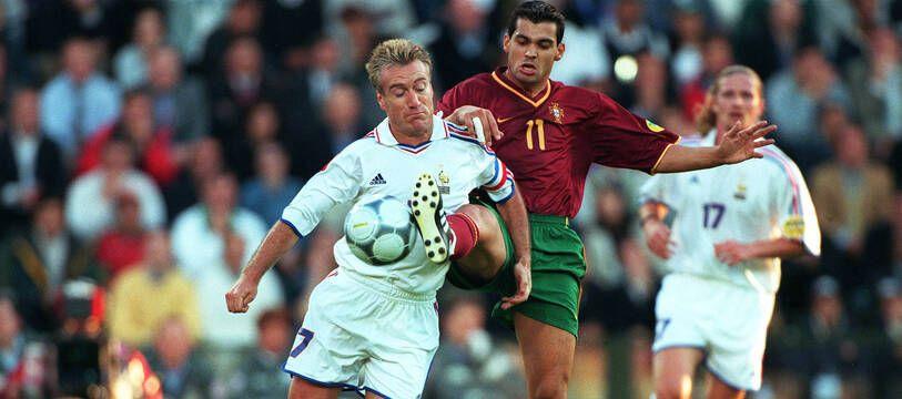 Didier Deschamps en duel avec Sergio Conceicao en demi-finale de l'Euro 2000.