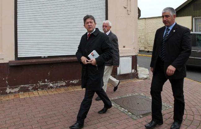 Jean-Luc Mélenchon, candidat du Front de gauche pour les élections  législatives dans la 11ème circonscription du Pas-de-Calais, votait à  Hénin-Beaumont le 10 juin 2012.