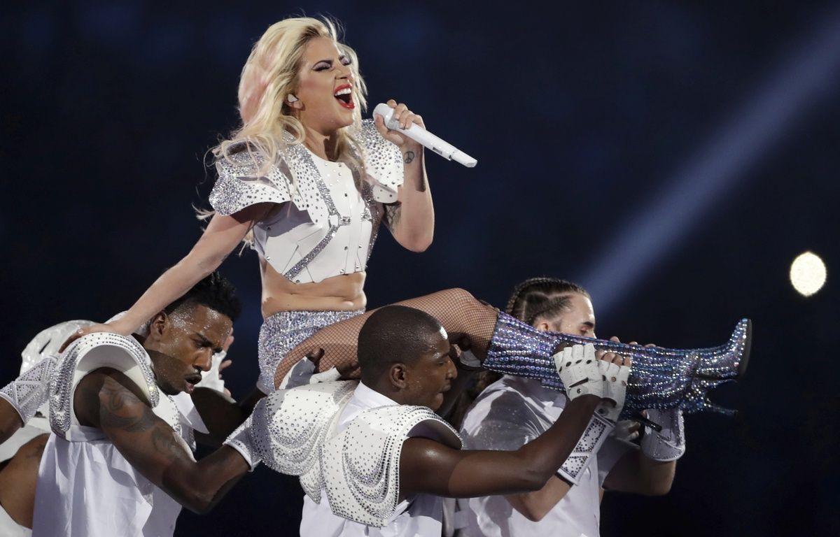Lady Gaga a lors de son show à la mi-temps du Super Bowl  – Darron Cummings/AP/SIPA