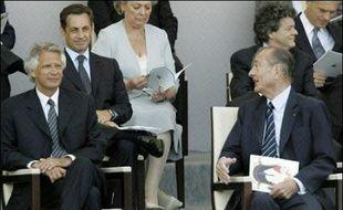 """L'ancien Premier ministre Dominique de Villepin s'est défendu jeudi dans un communiqué en dénonçant les """"accusations infondées"""" selon lesquelles il aurait cherché à mettre en cause Nicolas Sarkozy. Il souhaite """"maintenant disposer du statut de témoin assisté"""" pour pouvoir se défendre."""