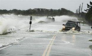 Un véhicule pris dans une inondation, à Southampton, dans l'Etat de New York, le 29 octobre 2012, à l'appoche de l'ouragan Sandy.