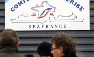 """Décidés à ne """"rien lâcher"""", mais """"usés"""" par les multiples rebondissements autour du sort de leur compagnie, les marins CFDT de SeaFrance, venus à Paris pour être fixés sur leur sort par le tribunal de commerce, oscillaient lundi entre espoir, colère et inquiétude."""