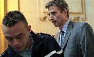 L'ancien supérieur hiérarchique de Jérôme Kerviel, Eric Cordelle arrive au palais de justice de Paris le 21 juin 2010