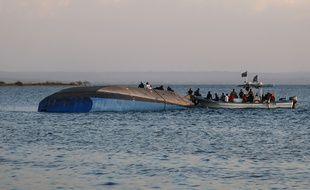 Trois jours après le naufrage du ferry sur le lac Victoria, en Tanzanie, la perspective de revoir des survivants s'éloigne.