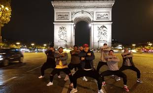 L'Arc de Triomphe impassible face au haka des All-Black
