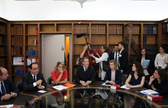 Jean-Jacques Urvoas (à g.) et François Hollande (2e à g.) lors d'une réunion avec les magistrats, au ministère de la Justice à Paris, le 18 juillet 2016
