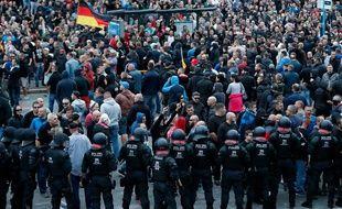 Manifestation de l'extrême droite allemande à Chemnitz, le 27 août, après le meutre d'un Allemand dont sont soupçonnés des demandeurs d'asile.