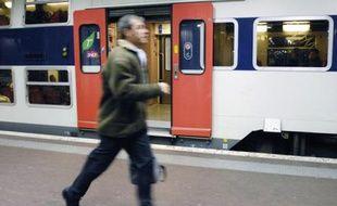 RER en gare à Paris.