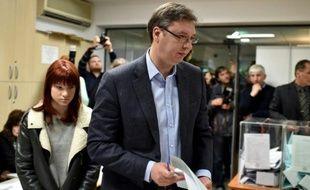 Le Premier ministre serbe Aleksandar Vucicarrive à son bureau de vote à Belgrad, le 24 avril 2016