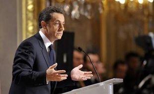 Le 8 janvier, Nicolas Sarkozy présente ses voeux à la presse. Innovation, cela prend la forme d'une conférence de presse. 11h07, sa relation avec Carla Bruni fait l'objet de la deuxième question posée par les journalistes. La réponse est devenue célèbre: avec Carla, «c'est du sérieux. (...) Vous l'apprendrez sans doute lorsque ce sera déjà fait.»