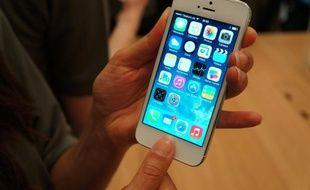 L'iPhone 5S dispose d'un lecteur d'empreinte digitale intégré au bouton home.