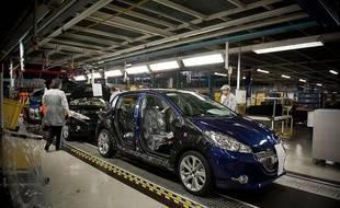 PSA a officiellement lancé la production industrielle de la Peugeot 208, le 27 janvier 2012dans son usine dePoissy.