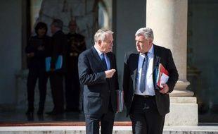 """Le ministre délégué aux Transports Frédéric Cuvillier a accusé vendredi """"d'irresponsabilité"""" les élus de l'opposition qui prédisent la mort de la SNCM qui assure les liaisons maritimes entre la Corse et le continent alors que le gouvernement s'emploie à la sauver."""