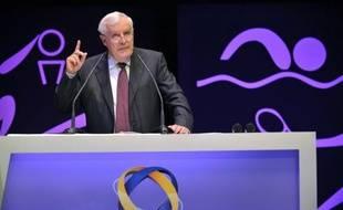 Michel Rollier, président de Michelin, s'est exprimé mardi en faveur de la Ligne à grande vitesse (LGV) qui mettrait Clermont-Ferrand à deux heures de Paris et à une heure vingt de Lyon, désenclavant la capitale auvergnate, siège de Michelin.