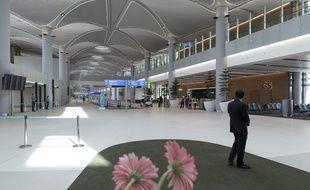 Le nouvel aéroport d'Istanbul (Turquie) a été inauguré le 29 octobre 2018. L'aéroport devrait accueillir 90 millions de voyageurs, puis 200 millions de passagers en 2028.