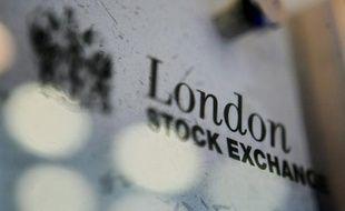 La Bourse de Londres était à nouveau en baisse vendredi matin, pliant sous le poids des inquiétudes récurrentes sur l'Europe, mais aussi sur la situation en Chine et aux Etats-Unis.